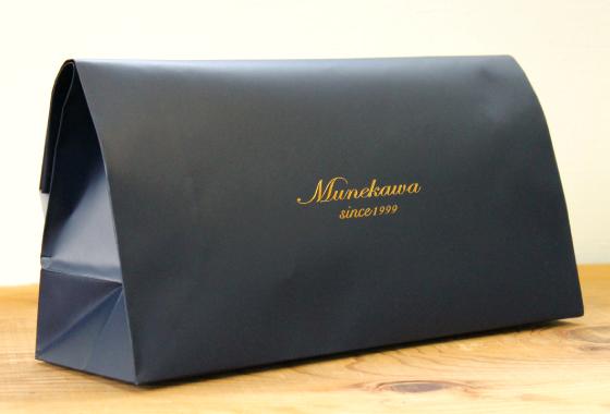 Munekawaのリボンのズレを防ぐため、緩衝材で包みの写真