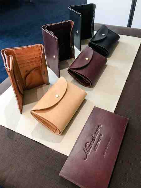 「OLD and STILL」財布の製造風景