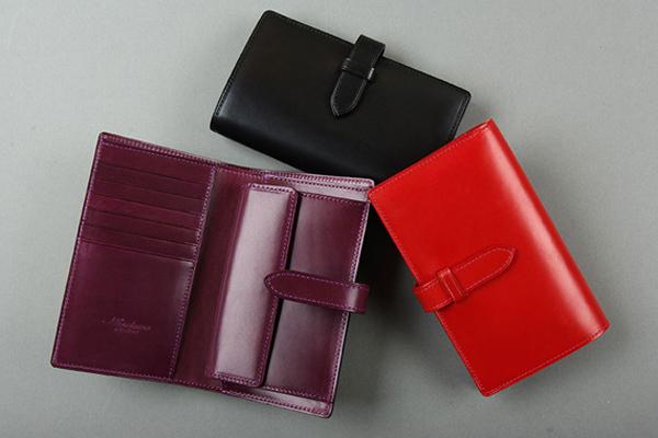 ストラップ付縦長二つ折り財布「fasten」のご紹介