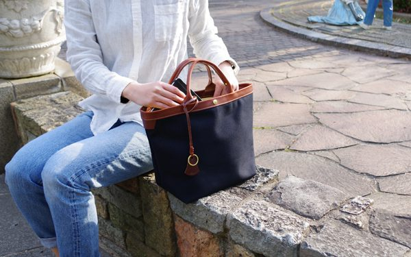 'Airy Tote' A bag with Canvas and leather