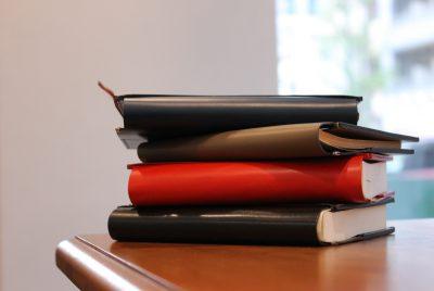 スタッフお気に入りの本とブックカバー