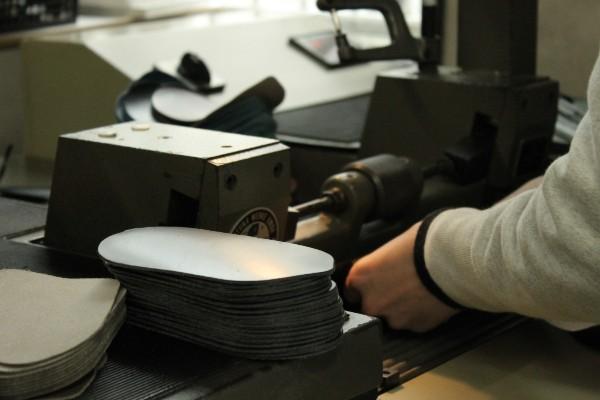Production scene of coin purse Undo series