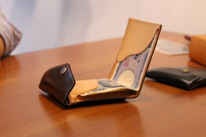 マネークリップ型財布Carriageの使い方の動画をアップしました。