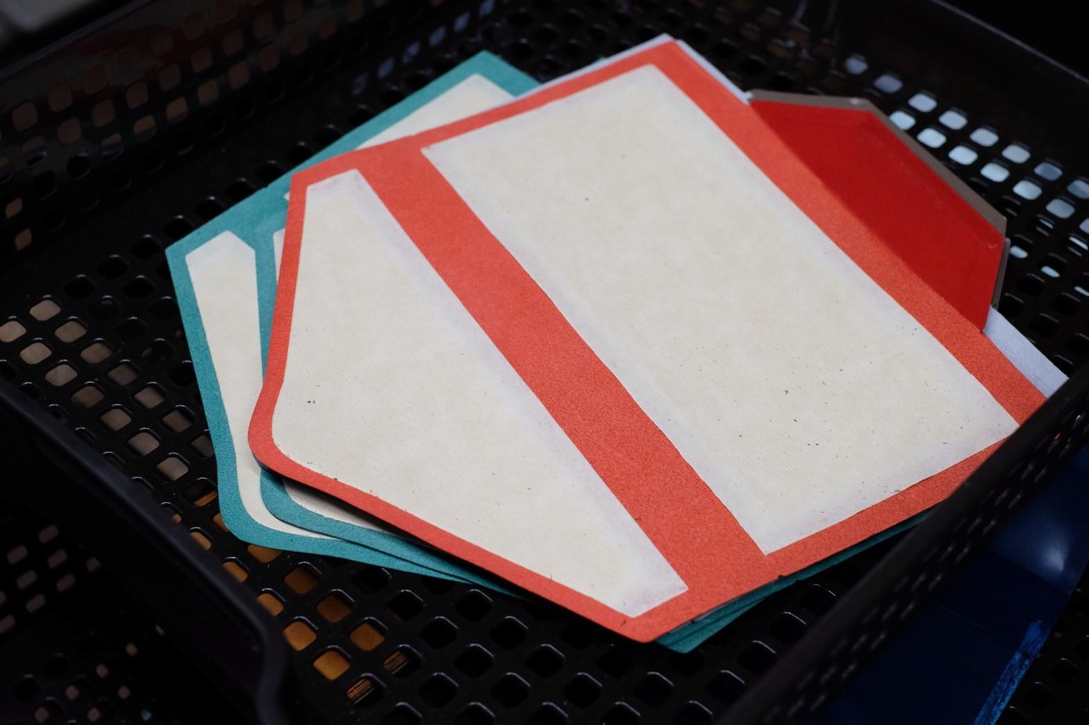 封筒型長財布の製作・芯材の貼り合わせ