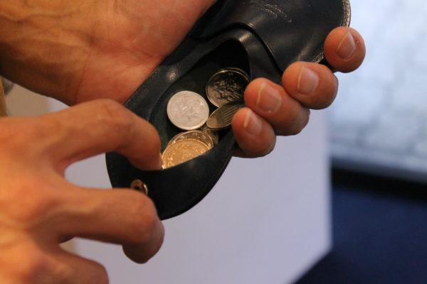 コインケースUndoの使い方(小銭の取り出し方)