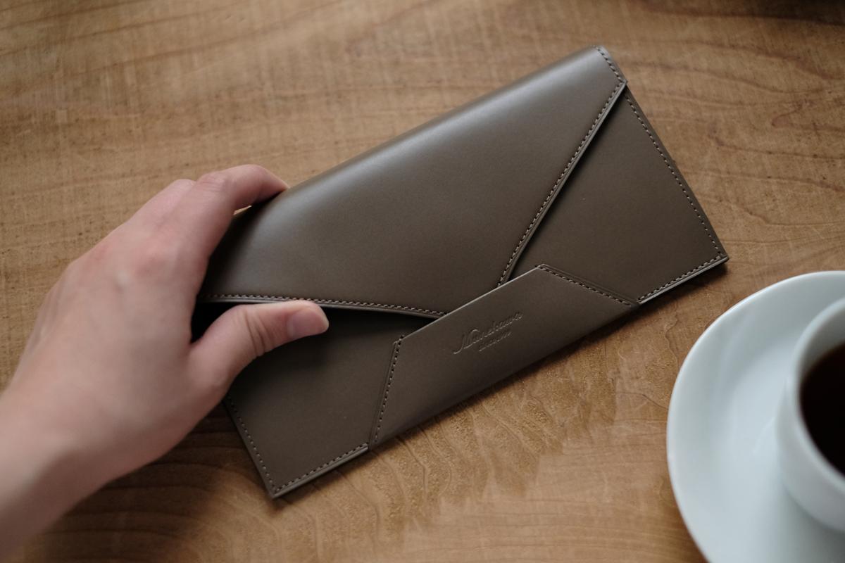 様々な工程を経てひとつの製品へ 。封筒型長財布 Encaseの製作②