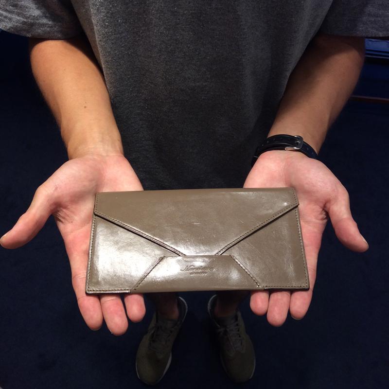 20代 男性 / 封筒型長財布 Encase グレージュ