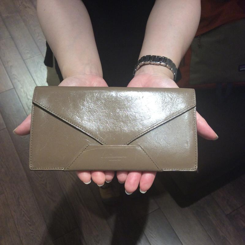 40代 女性 / 封筒型長財布 Encase グレージュ