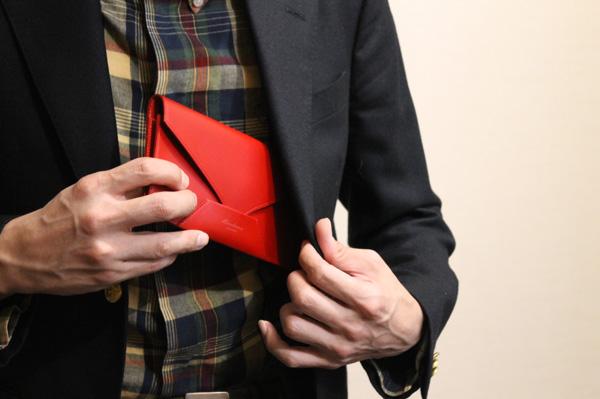 5色で魅せる、封筒型長財布Encase