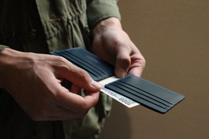 「しぐさ」を大切にした革財布