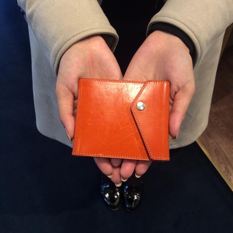 20代 女性 / マネークリップ型財布 Carriage (内ヌメ) オレンジ