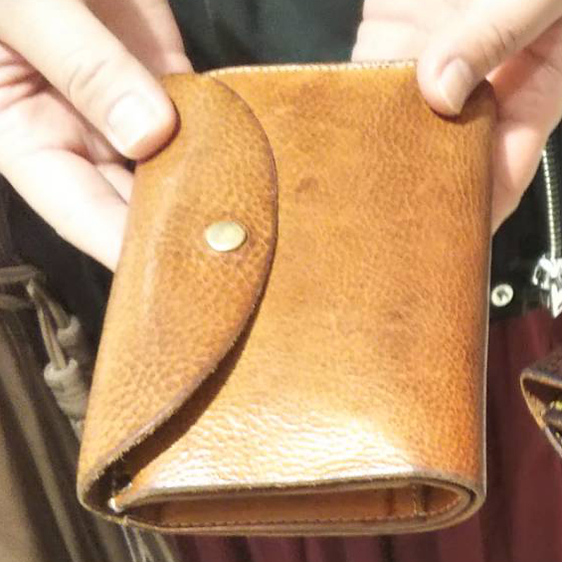 30代 女性 /  縦長三つ折り財布 Mood プレーン