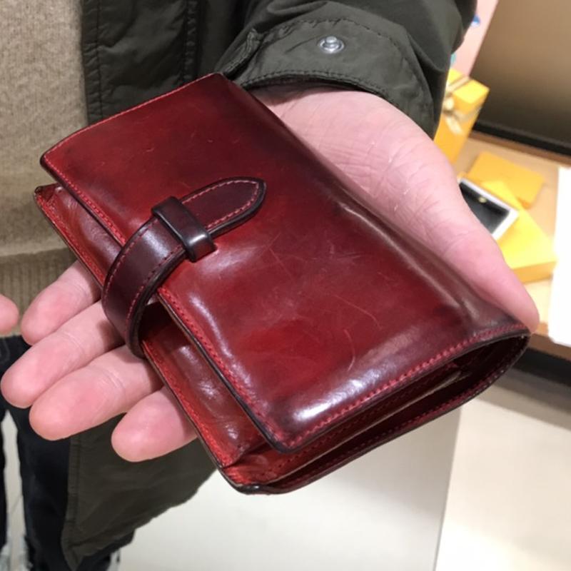40代 男性 / ストラップ付縦長二つ折り財布 Fasten レッド