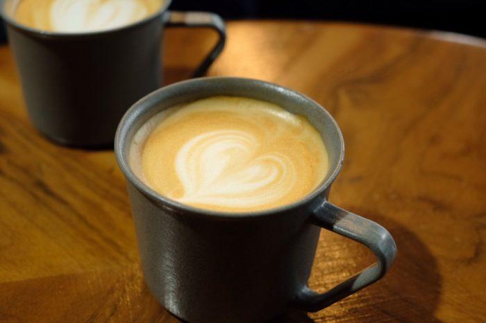 直営店近くのコーヒーショップ