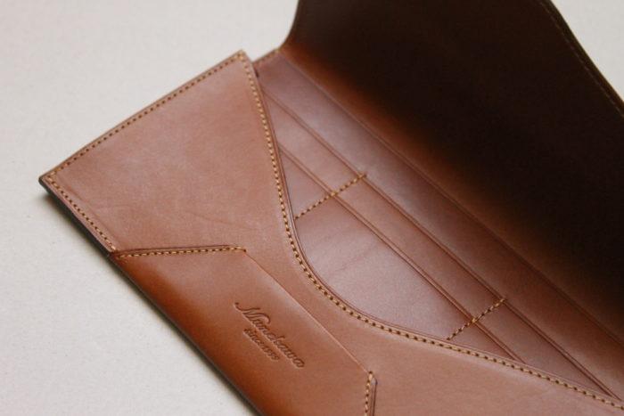 封筒型長財布 Encaseにも新色キャメルが登場しました。