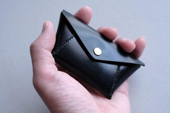 手縫いコインケース Holdのブライドルレザーバージョンのご紹介。