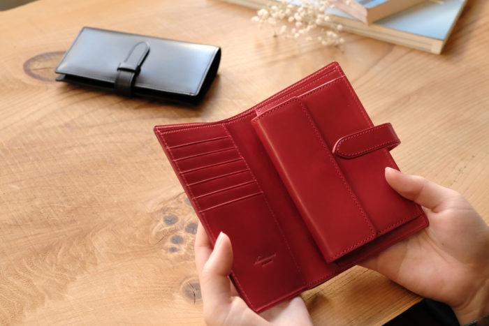 ストラップ付き縦長二つ折り財布 Fastenを制作しています。