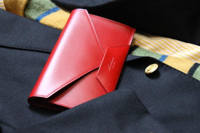 封筒型長財布 Encaseのレッド