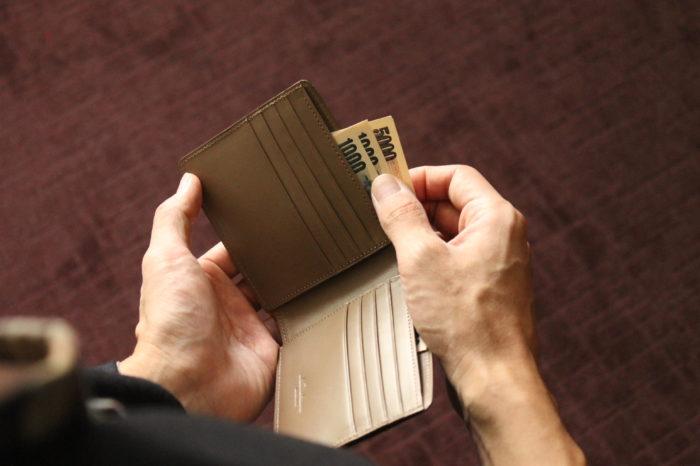 二つ折り財布の安心感