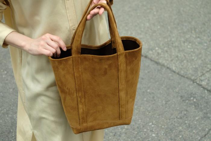 5/14(金)より販売開始。縦型スエードトートバッグのご紹介