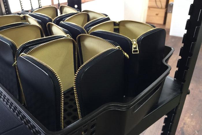 L字ファスナー財布製作中です。