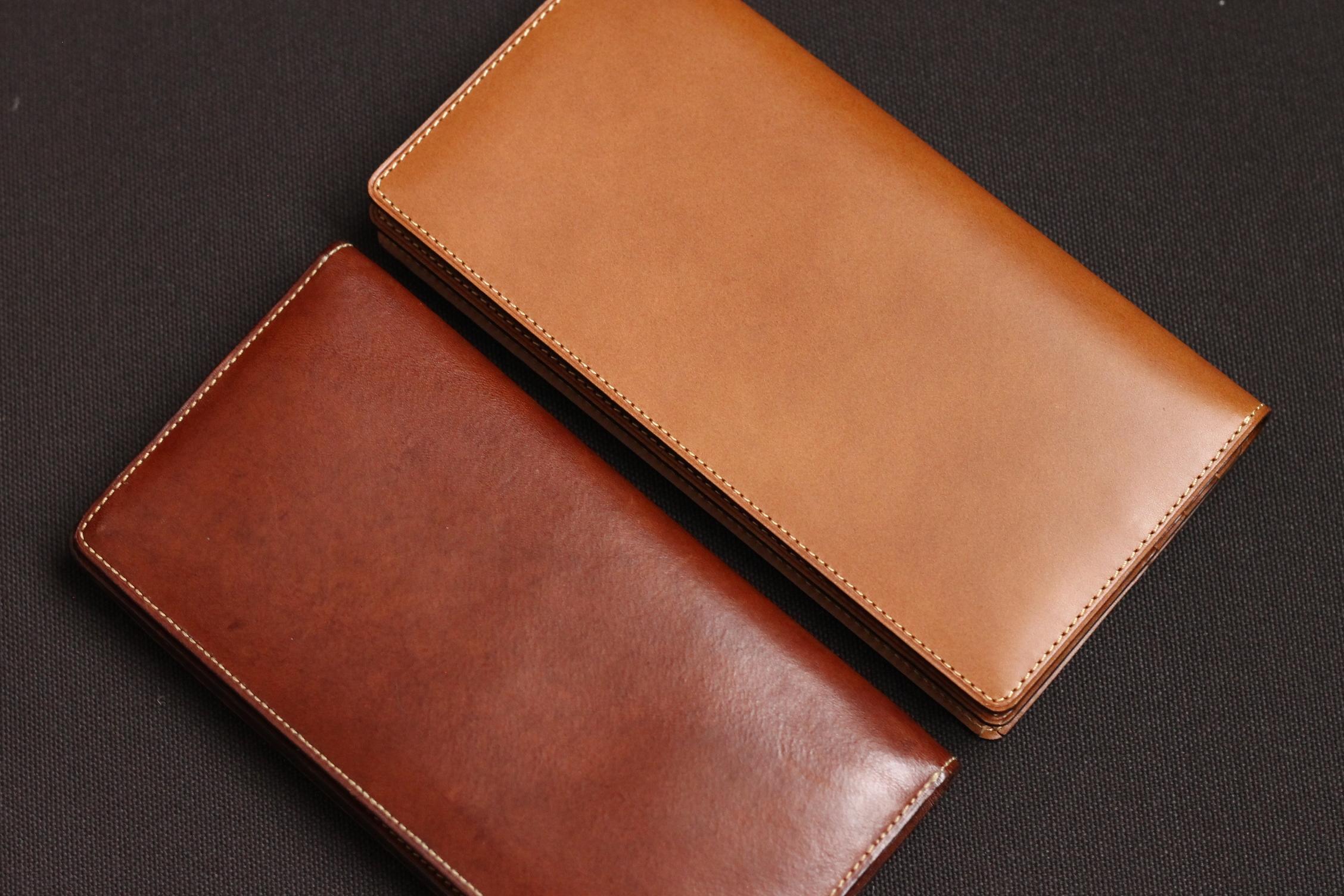 同じ色の同じ長財布